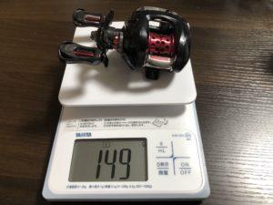 SS-AIRを計測器で重量を測っている画像です。