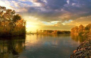 水がある川の様子画像